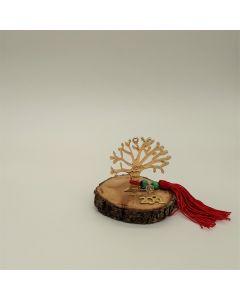 Επιτραπέζιο γούρι Χριστουγεννιάτικο με μεταλλικό επιχρυσωμένο το Δέντρο με τις ευχές σε κορμό Δρυ. Διαστάσεις 9x9x8. Βάρος: περίπου 100 gr
