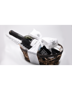Γιορτινό Καλάθι ESPIEL 1 με Φιάλη Κρασιού «Merlot 2018 Tσιρόπουλος» Βιολογικής Γεωργίας. Διαστάσεις 34x18x14cm.