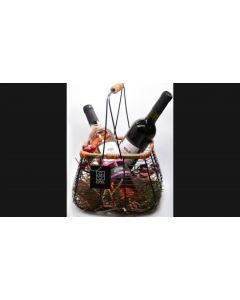 Γιορτινό Καλάθι ESPIEL 3 με Δύο Φιάλες Κρασιού, «Merlot 2018» Βιολογικής Γεωργίας & «Ροζέ Syrah 2019», από το Οινοποιείο «Τσιρόπουλος». Διαστάσεις 25x25x33cm