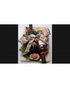 Γιορτινό Πλατώ Σερβιρίσματος ESPIEL με Δύο Φιάλες Κρασιού, «Merlot 2018» Βιολογικής Γεωργίας και «Ροζέ Syrah 2019», από το Οινοποιείο «Τσιρόπουλος». Διαστάσεις 40x21x12cm